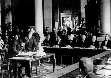 Autre traité faisant suite à la Grande Guerre, le Traité de Sévres est signé le 10 août 1920 avec ...