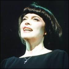 Pour quel film Mireille Mathieu a-t-elle chanté ''Paris en colère'' ?