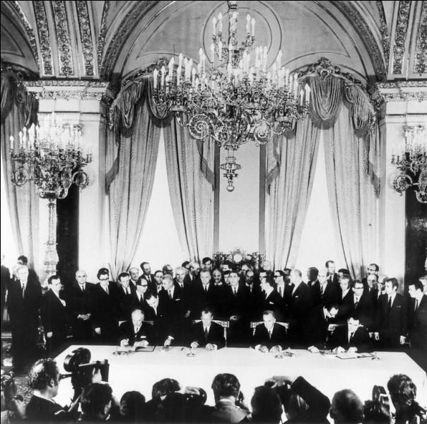 Avec quel Etat l'URSS signe-t-elle un traité, le 12 août, à Moscou ?