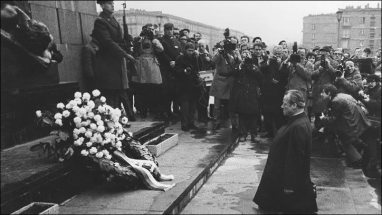 Dans quelle capitale le chancelier allemand Willy Brandt se rend-il le 7 décembre ?