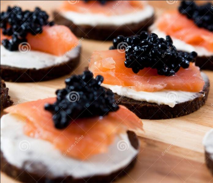 Vous nagez dans votre frac (ou dans votre froc). Voici le buffet des amuse-bouches. Des canapés de saumon et caviar. Qu'est-ce que le caviar ?