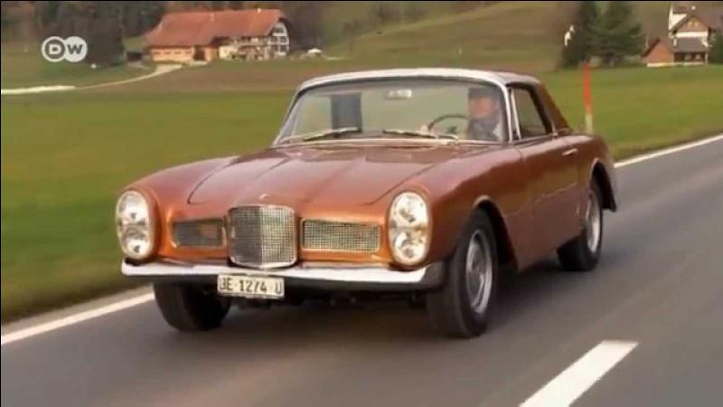 Cette ancienne marque française a produit une voiture de sport originale. De quelle marque s'agit-il ?