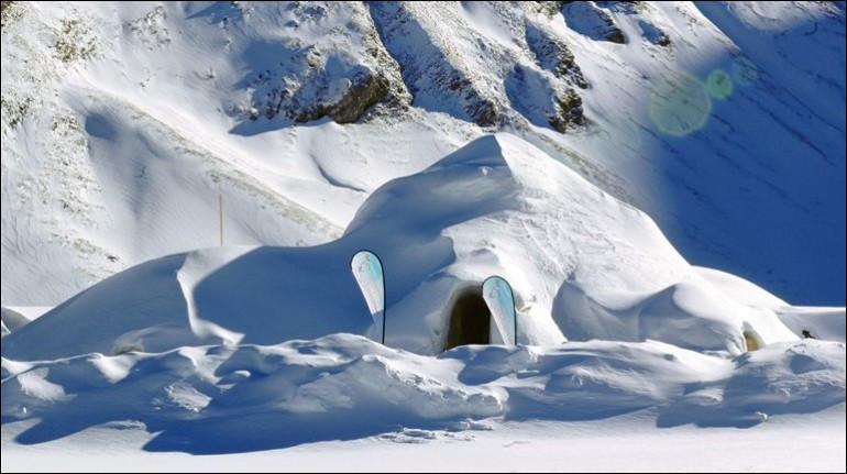 Ce surprenant village Igloo est situé dans la région de Grau Roig, station de ski située à 2300 m : il bénéficie d'une vue panoramique sur la montagne. On fournit un sac de couchage d'expédition ainsi qu'une doublure de sac de couchage et le bar et le restaurant sont à votre disposition.Trouvez cet hôtel d'une capacité de 32 personnes muni d'igloos avec jacuzzi à ciel ouvert sur les étoiles.