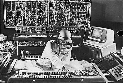 Question subsidiaire > Un célèbre artiste de musique électronique a composé une suite intitulée « L'Affaire Tournesol » (1979) : qui donc et dans quel groupe a-t-il joué ?