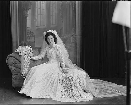 À partir de quel siècle les femmes portent-elles une robe blanche pour se marier ?