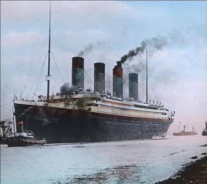 Sur le Titanic, quel équipement de loisir trouvait-on pour la première fois sur un paquebot de croisière ?