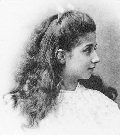Quel était le prénom de la fille de l'homme d'affaire autrichien Emil Jellinek, qu'il donna à une voiture en 1897 ?