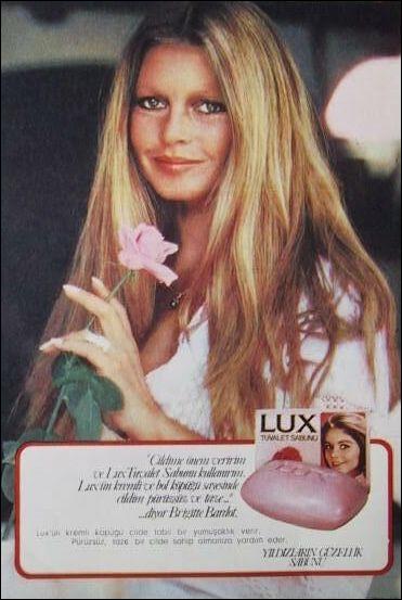 Elle fut le sex-symbol des années 50 à 60. Dans quel film partageait-elle l'affiche avec Jeanne Moreau ?
