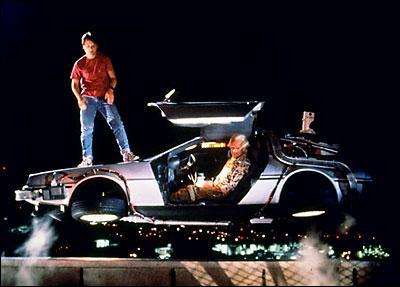 Avec quelle voiture Marty entre-t-il en collision dans le futur?
