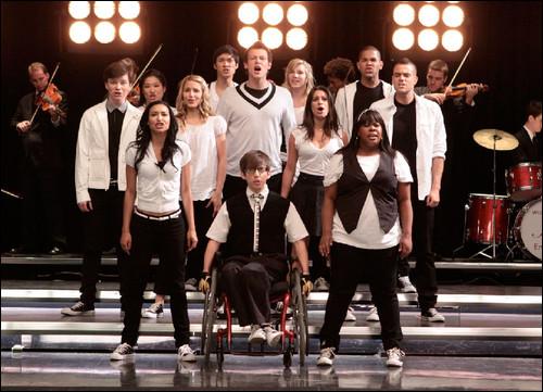 Quelle est la chanson que le Glee Club chante pour Quinn quand, enceinte, elle se fait renvoyer des pom-pom Girls ?
