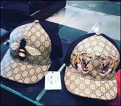Retrouvez la marque de ces 2 casquettes !