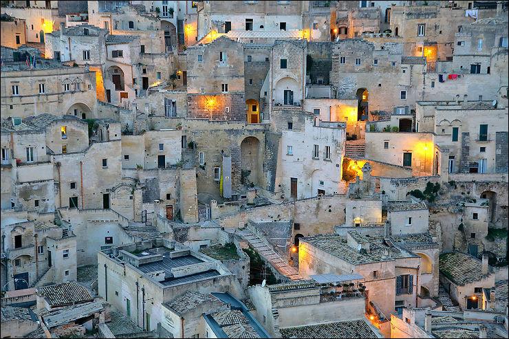 Moins célèbre que le réalisateur italo-américain [...], Marco est aussi, par son grand-père, originaire de Matera, qui est [...] dans la région italienne de [...]