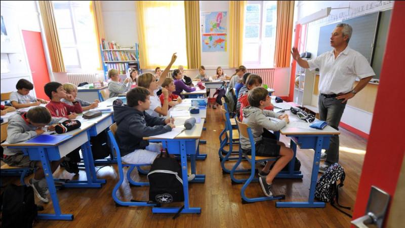 Il y a 30 élèves dans la classe de M. Dubois. Les trois cinquièmes sont des filles. Combien y a-t-il de garçons ?