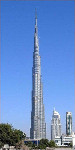 Quelle hauteur fait la tour Burj Khalifa ?