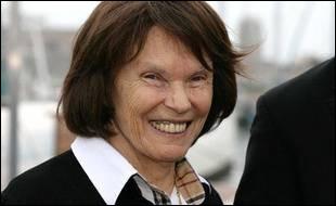 Ancienne résistante, personnalité engagée dans le monde associatif, épouse de François Mitterrand, elle se prénomme ...