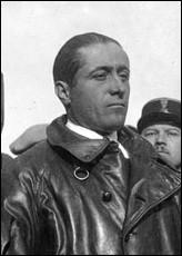 Cet aviateur, as de la grande guerre, célèbre ensuite pour la première traversée de l'Atlantique sud sans escale en 1927, puis pour la première traversée de l'Atlantique nord sans escale dans le sens est-ouest, en 1930, c'est ... Costes.
