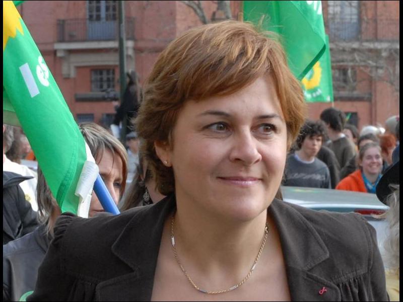 Cette femme politique, ministre de l'Aménagement du territoire et de l'Environnement de 1997 à 2001, candidate des Verts à l'élection présidentielle en 1995 et en 2007, se prénomme ...