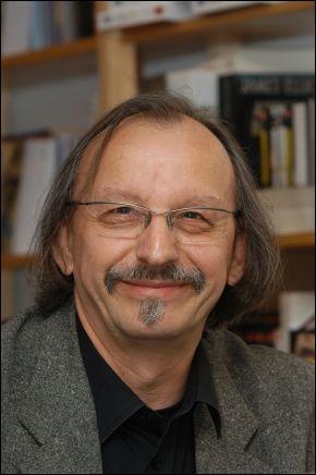 """Cet écrivain français, auteur de """"Meurtres pour mémoire"""", """"Cannibale"""", c'est ... Daeninckx."""