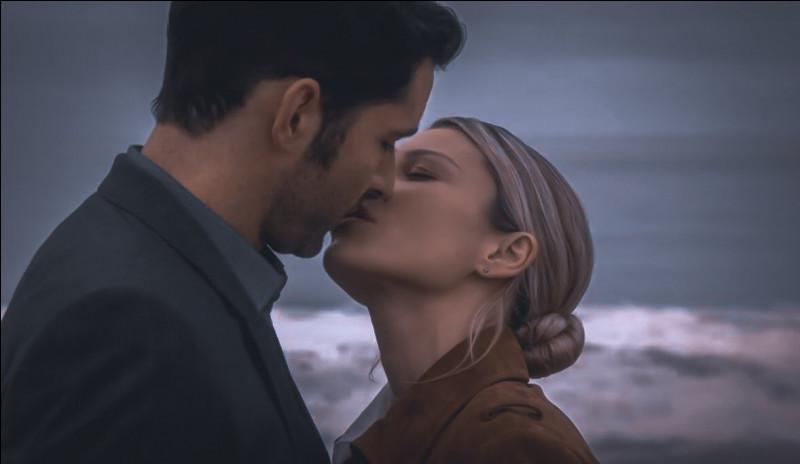 Dans quel épisode et quelle saison Lucifer et Chloe s'embrassent-ils pour la première fois ?