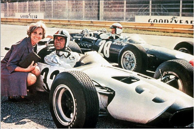 """Quel cinéaste est le réalisateur, en 1966, du film """"Grand Prix"""", consacré au monde la formule 1 ?"""