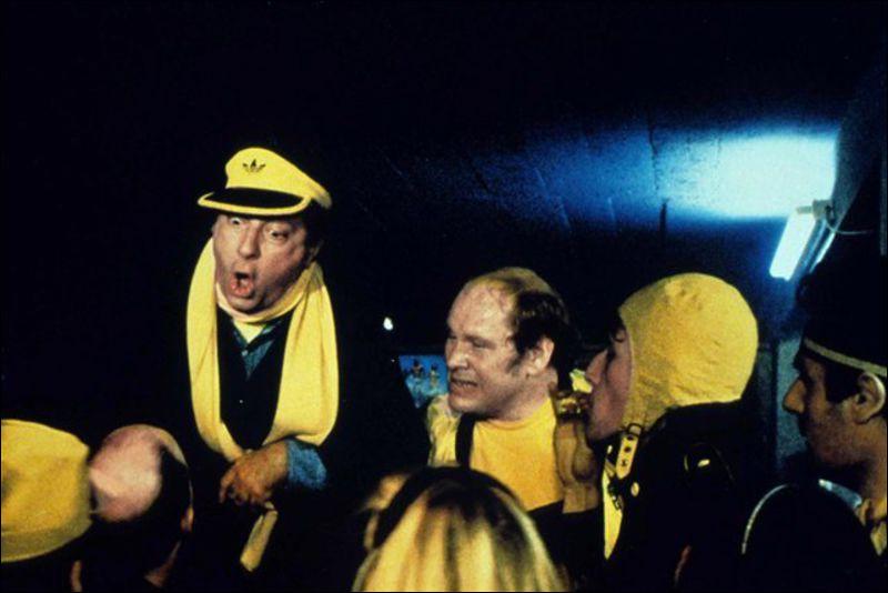 Quel est ce film de Jean-Pierre Mocky dans lequel le personnage joué par Michel Serrault (Rico) est le leader d'une bande de supporters violents ?