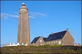 Vous avez sur cette image le phare du cap Lévi, sur le territoire de Fermanville. Commune normande, sur la côte nord du Cotentin, elle se trouve dans le département ...