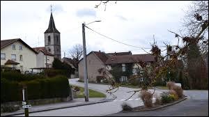 Je vous emmène à présent non loin de Sarrebourg, à Imling. Village du Grand-Est, traversé par la RN4, il se situe dans le département ...