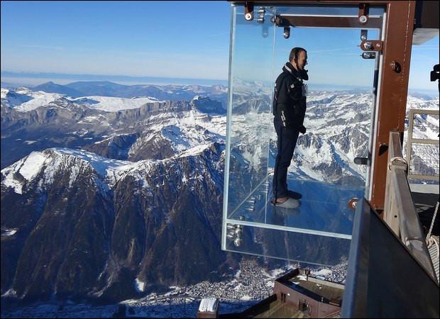 Effrayant, non ? Où se trouve cette cabine en verre suspendue au dessus de plusieurs km de vide ?