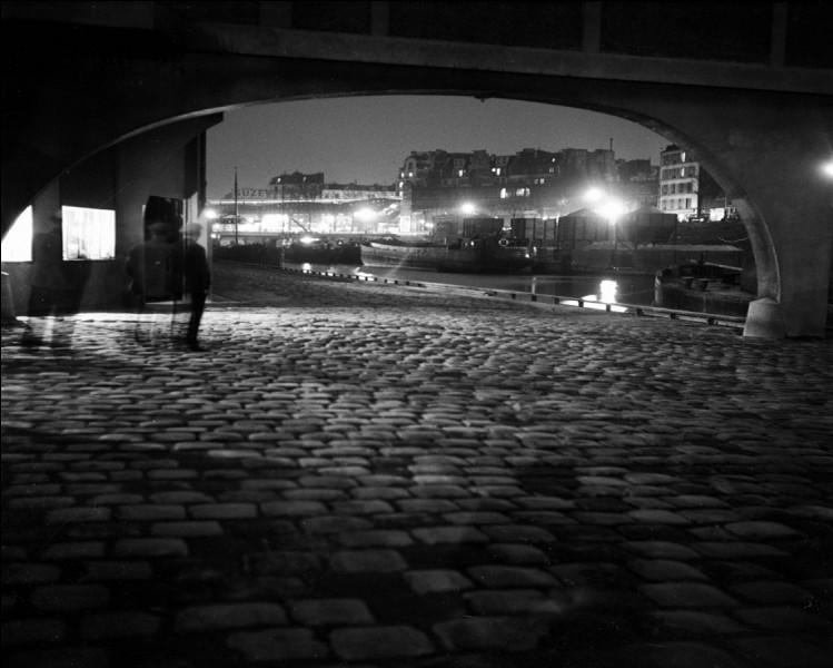 Qui a réalisé le film ''Les Lumières de la ville'' ?