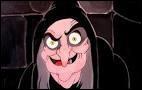 Que tend la sorcière à Blanche-Neige dans le dessin animé de Disney ?