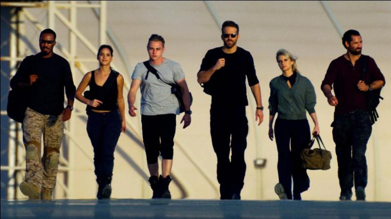 Un film d'action policier sorti le 13 décembre sur Netflix et durant environ 2 heures 10 minutes.Quel est ce film de Michael Bay avec Ryan Reynolds, Mélanie Laurent et Dave Franco ?