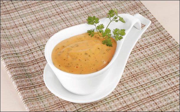 Quel ingrédient doit-on ajouter à une sauce béarnaise pour en faire une sauce Choron ?