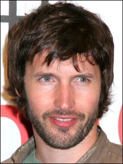 Qui est ce James, auteur-compositeur-interprète, guitariste et comédien britannique ?