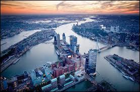 Dans quelle ville se situe le plus grand port d'Europe ?