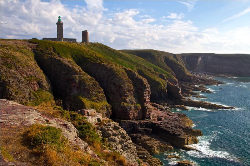 Quel est le nom de ce cap en grès rose qui sépare la baie de Saint-Brieuc de la baie de Saint-Malo ?