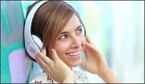Tu n'aimes pas les chansons que ton ami(e) écoute. Tu dis :