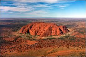 Dans quel pays peut-on observer ce célèbre monument naturel ?
