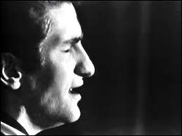 Eddy Mitchell a chanté ''J'avais deux amis'' en hommage à deux des victimes d'un accident d'avion. Qui ne se trouvait pas à bord ?