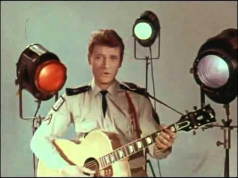 ''Quand revient la nuit'' chantait Johnny Hallyday alors qu'il effectuait son service militaire. Où fut-il appelé sous les drapeaux ?