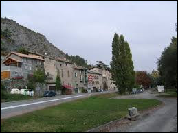 Village de la région P.A.C.A., dans l'arrondissement de Gap, Lettret se situe dans le département ...