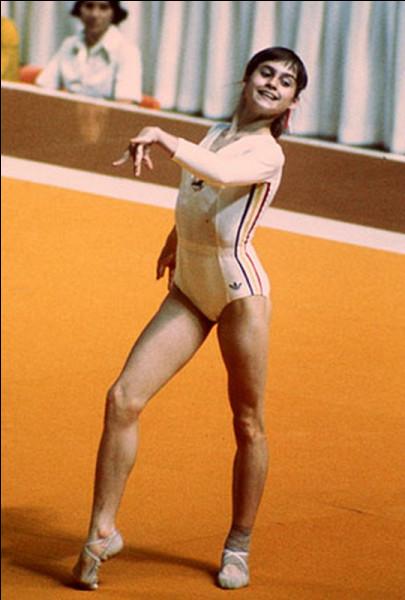 Quelle gymnaste roumaine a remporté 3 médailles d'or aux J.O. de Montréal en 1976 ?