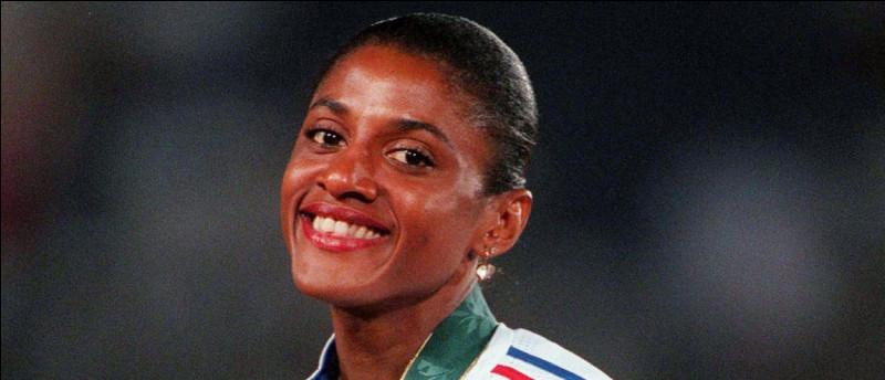 En 1992 et 1996, qui a remporté la médaille d'or du 400 m à Barcelone et à Atlanta ?