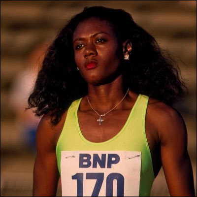 En 1996 à Atlanta, quelle athlète termine deuxième des 100 et 200 m olympiques ?