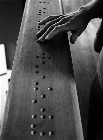 Quelle était la particularité de Louis Braille, l'inventeur de l'alphabet en relief qui porte son nom ?
