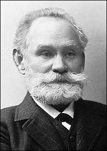 Qu'est-ce que le physiologiste russe Ivan Pavlov mit en évidence chez le chien et chez l'homme ?