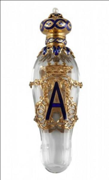 Comment s'appelait le premier parfum à éléments de synthèse ?