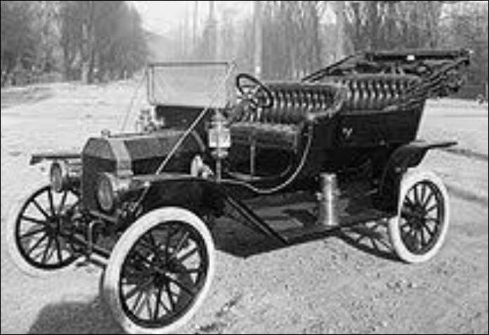 Nous en sommes aux autonomes, hybrides, connectées,... En quelle année fut construite la 1ère voiture à moteur ?