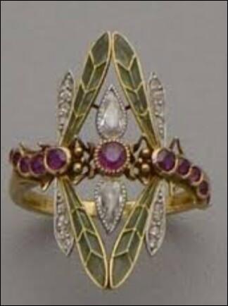 Les bijoux, eux, sont présents depuis la nuit des temps. Mais de quand exactement datent-ils ?