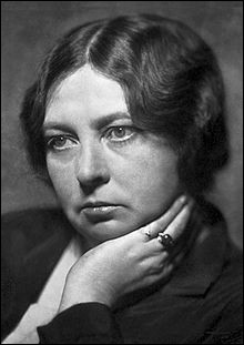 """Cette femme de lettres norvégienne, auteur de nombreux romans, notamment de romans historiques comme """"Vigdis la farouche"""", a reçu le prix Nobel de littérature en 1928 après la parution du roman """"Olav Audunssøn"""". C'est ..."""