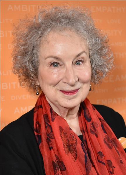 """Cette écrivaine canadienne, connues pour son roman """"The Handmaid's Tale"""" (La Servante écarlate), paru en 1985, c'est ..."""